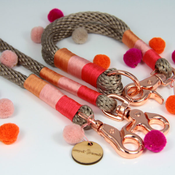 Tauhalsband-amy-and-friends-tan-coral-rosa-peach